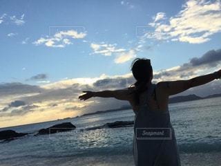 女性,風景,空,屋外,ビーチ,後ろ姿,沖縄,人物,背中,後姿,後ろ