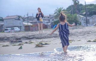 風景,海,空,屋外,ビーチ,後ろ姿,少女,人物,背中,後姿,幼児,後ろ,姪っ子