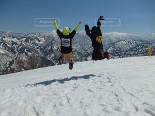 自然,空,雪,屋外,ジャンプ,人物,背中,人,後姿,スノボー,後ろ