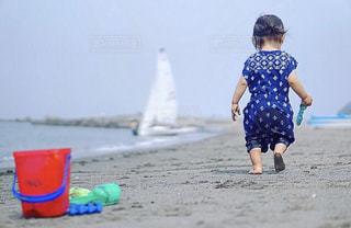 浜辺を歩くの写真・画像素材[2142767]