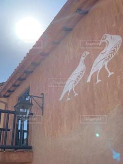 建物の側面にある絵の写真・画像素材[2231700]