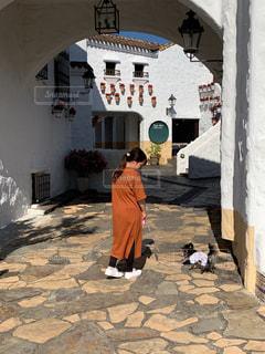 愛犬とお散歩の写真・画像素材[2260978]