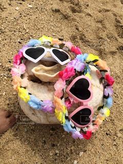 海,夏,屋外,ピンク,サングラス,カラフル,足,砂浜,沖縄,景色,ハート,地面,石,ホワイト,マーク,花かんむり