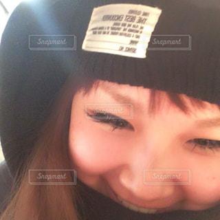 帽子をかぶった女性のクローズアップの写真・画像素材[2269806]