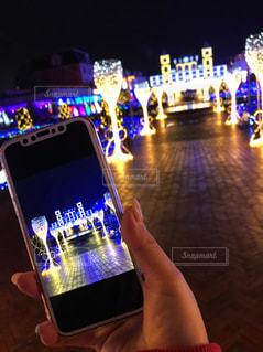 携帯電話を持つ手の写真・画像素材[2284358]