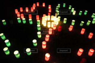 夜の赤い光のクローズアップの写真・画像素材[2351953]