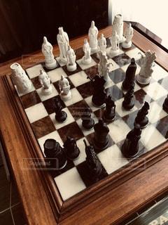 テーブルの上のチェスの写真・画像素材[2435203]