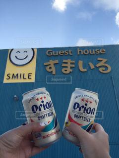 空,スマイル,手,沖縄,標識,人,グラス,缶,ホテル,乾杯,ドリンク,オリオンビール