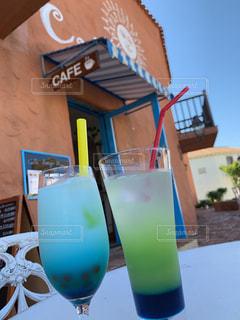 カフェ,緑,ジュース,青,ガラス,テーブル,グラス,カクテル,乾杯,ドリンク,色鮮やか,ソフトド リンク
