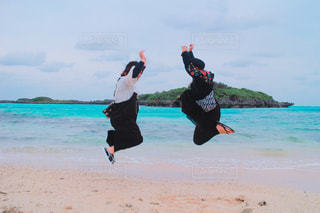 浜辺で空を飛んでいるの写真・画像素材[2799319]