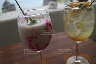 飲み物,屋内,テーブル,人物,イベント,レモン,グラス,カクテル,乾杯,ドリンク,パーティー,手元,飲料,ソフトド リンク