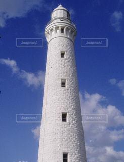 青空と白い灯台の写真・画像素材[1114554]