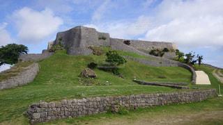 岩崖には石造りの建物の写真・画像素材[1109696]