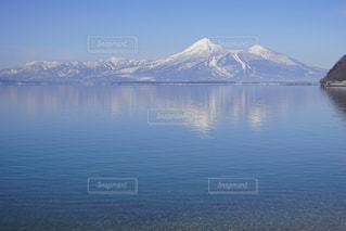猪苗代湖に浮かぶ磐梯山の写真・画像素材[1657993]