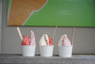 いちごのアイスクリームの写真・画像素材[4536281]