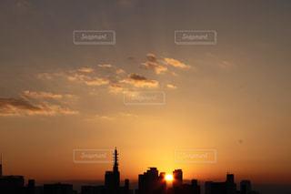 空,建物,夕日,屋外,雲,景色,癒し,気分転換,オレンジ色,夕空,無加工,夕雲,インスタ映え,多色