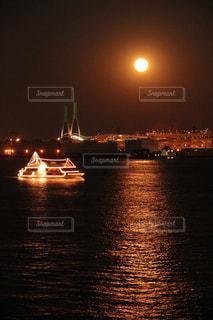 月明かりの写真・画像素材[2718032]