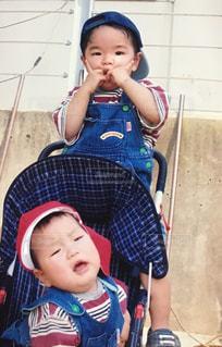 2歳と1歳の頃の写真・画像素材[1158320]