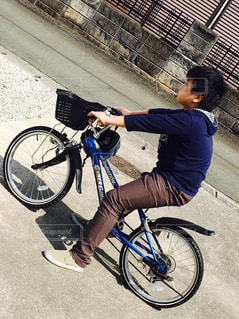 この自転車もう小さいなぁ - No.1249423