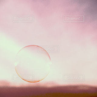 夕日とシャボン玉の写真・画像素材[1290866]