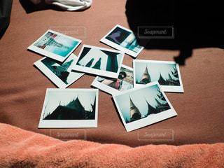 ベッドの上の思い出の写真・画像素材[1445524]