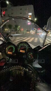 夜,車,道路,バイク,暗い,街,走る,都会,信号,iphone,街中,メーター,流れ,速度,交通,安全,オートバイ,車両,動画,スピード,走行,自動二輪,タイムラプス,主観,9:16,早回し