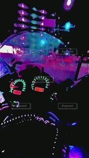 夜,カラフル,バイク,暗い,街,走る,都会,日本,iphone,路地,街中,メーター,深夜,加工,速度,交通,安全,オートバイ,大型,市内,ルール,動画,メタリック,スピード,忙しい,縦位置,走行,規則,流動,自動二輪,目抜き通り,主観,40秒,9:16