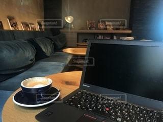 カフェ,コーヒー,屋内,パソコン,PC,ドリンク,作業中,コンピューター,ノート パソコン
