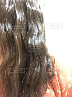 女性,自撮り,髪,人物,人,巻き髪,髪の毛,ウェーブ,アッシュ,パーマ,若い女性,地毛,つや,暗髪,ゆるウェーブ,ほどく,髪をほどく