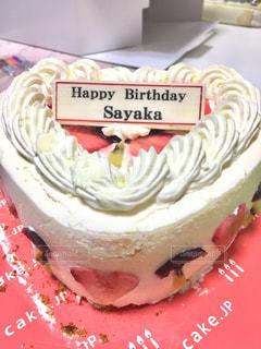 ハート型のバースデーケーキの写真・画像素材[1671796]