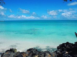 海,夏,海外,世界の絶景,ビーチ,きれい,晴れ,青,水,透明,砂浜,波,水面,海岸,観光,旅行,ブルー,ニューカレドニア,海外旅行,グラデーション,ターコイズブルー,フォトジェニック,ウベア,ウベア島,ムリビーチ