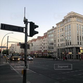 街の通りに信号機の写真・画像素材[1201278]