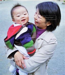 女性,子ども,家族,親子,子供,母親,人物,人,笑顔,赤ちゃん,幼児,男の子,ママ,コンテスト,インスタ映え