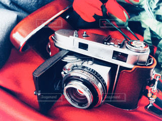 テーブルの上のカメラ - No.1233177