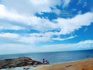 海の横にある砂浜のビーチの写真・画像素材[1293143]