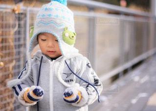 帽子をかぶった小さな男の子の写真・画像素材[1683772]