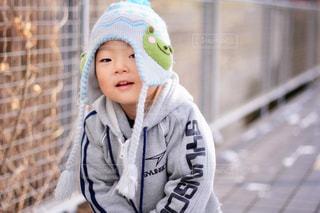 帽子をかぶった小さな女の子の写真・画像素材[1683773]