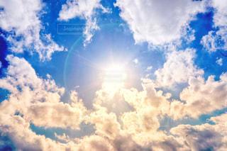 空には雲のグループの写真・画像素材[1861188]