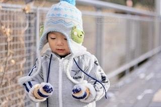 帽子をかぶった小さな子供の写真・画像素材[2679981]