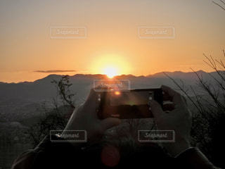 自然,空,屋外,太陽,山,スマホ,光,人,iphone,日の出,明るい,初日の出,2020年,福岡県,設定,令和2年
