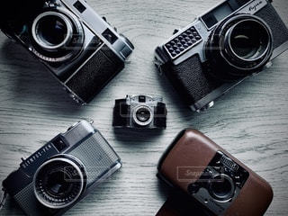 テーブルの上のカメラの写真・画像素材[3378039]