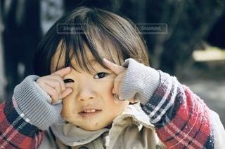 男の子と女の子が自分撮りをするの写真・画像素材[3383460]