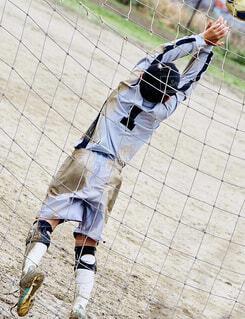 ボールを振る野球選手の写真・画像素材[4308001]