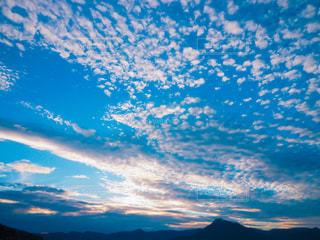 空には雲のグループの写真・画像素材[1118501]