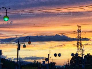 空,雨,雲,夕焼け,紫,影,シルエット,オレンジ,梅雨,色彩,雨雲,橙色,空模様