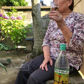 紫,紫陽花,高齢者,おばあちゃん,梅雨,高齢,梅雨の晴れ間,いいちこ,梅雨を吹き飛ばそう,いいちこ女子,後期高齢者,庭飲み