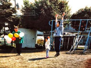 女性,子ども,3人,風船,楽しい,運動,フィルム,遊具,トレーニング,体操,フイルム