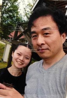虫取りが出来て笑顔の2人の写真・画像素材[1246771]