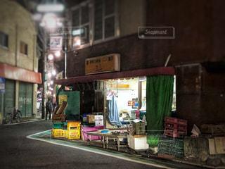 街の通り上のストアと建物の写真・画像素材[1247499]