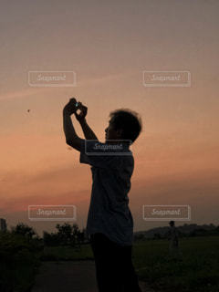 男性,空,夕日,夕焼け,撮影,夕陽,コウモリ